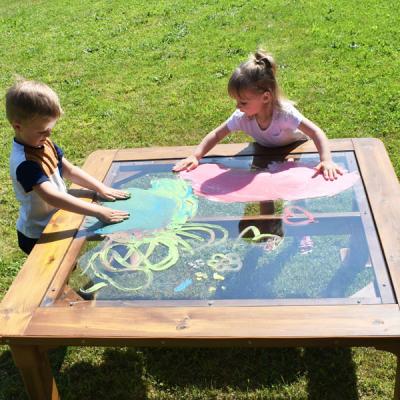 Outdoor Tisch mit transparenter Tischplatte, groß