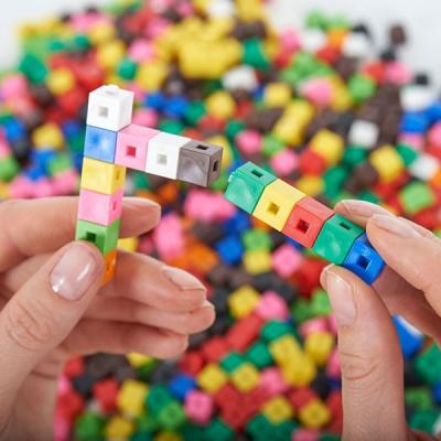 Zusammengesteckte Bausteine klein (2 x 2 x 2)